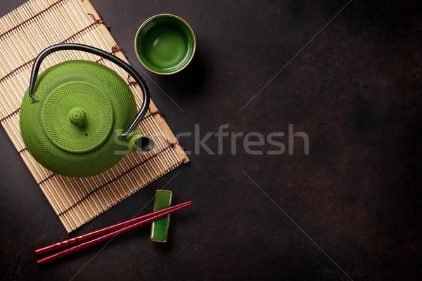 Verde tetera tazas de té taza de té piedra mesa Foto stock © karandaev