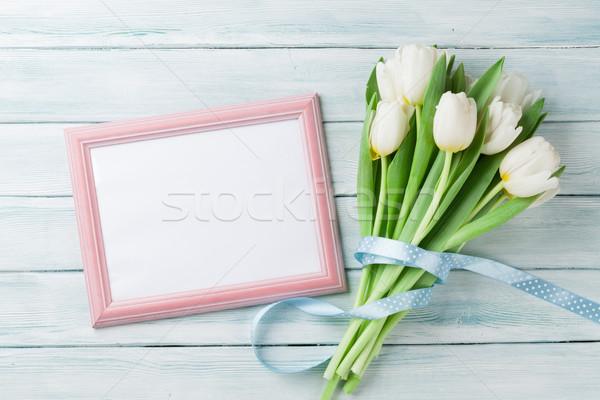 白 チューリップ 花束 フォトフレーム 木製 スペース ストックフォト © karandaev