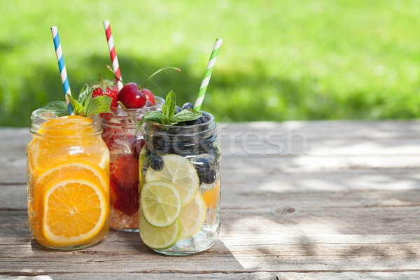 Frischen Limonade jar Sommer Früchte Beeren Stock foto © karandaev