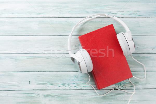 De audio libro auriculares mesa de madera superior vista Foto stock © karandaev