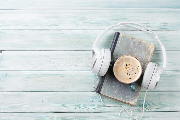 オーディオ 図書 ヘッドホン コーヒー 古本 木製のテーブル ストックフォト © karandaev