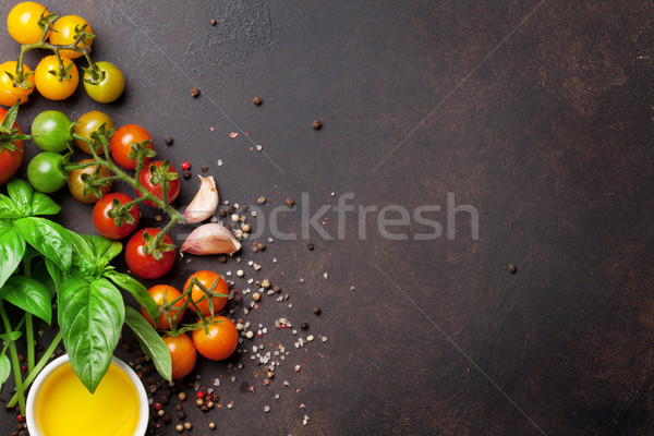 Tomates basilic huile d'olive épices pierre table Photo stock © karandaev