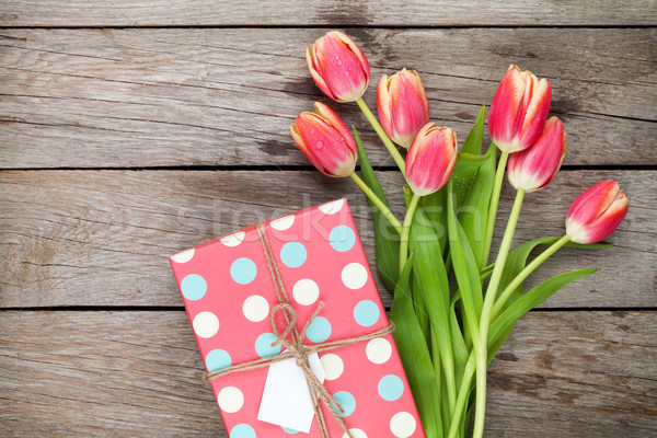 Сток-фото: красочный · тюльпаны · шкатулке · деревянный · стол · Top · мнение