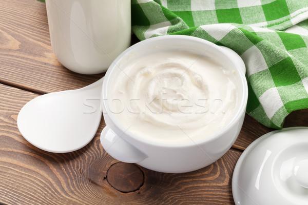 Zure room kom melk fles houten tafel hout Stockfoto © karandaev