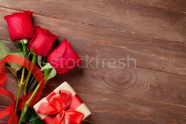 Red roses walentynki dar szkatułce górę Zdjęcia stock © karandaev
