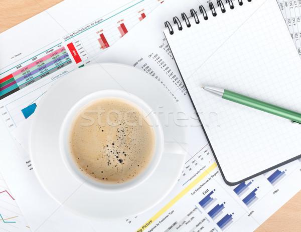 Xícara de café bloco de notas documentos números gráficos caneta Foto stock © karandaev