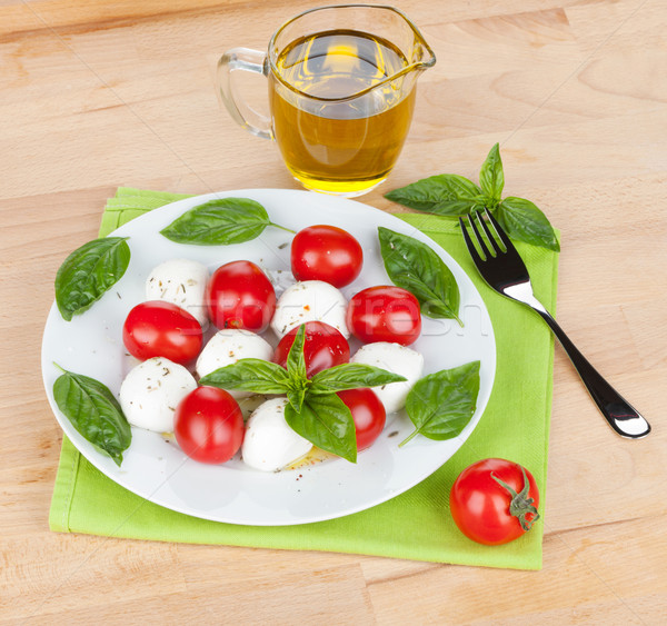 салат Капрезе пластина деревянный стол продовольствие лист фон Сток-фото © karandaev