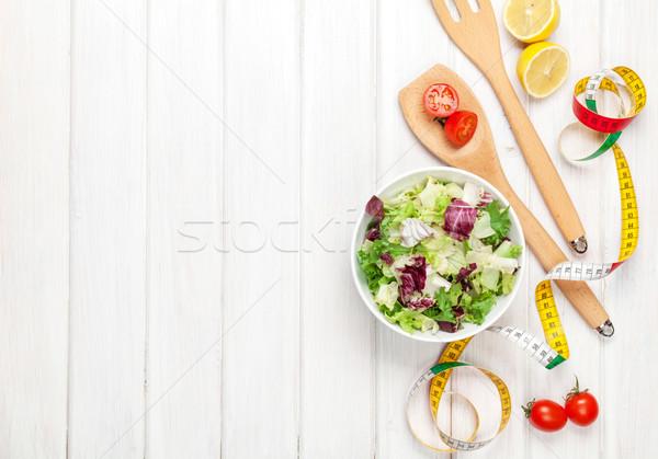 Fraîches saine salade ustensiles mètre à ruban blanche Photo stock © karandaev