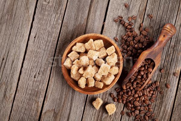 Kahve çekirdekleri esmer şeker ahşap masa üst görmek bo Stok fotoğraf © karandaev