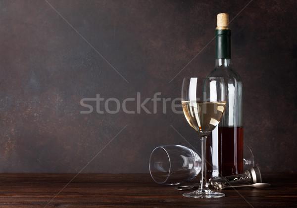 Garrafa de vinho branco vidro lousa parede cópia espaço fundo Foto stock © karandaev