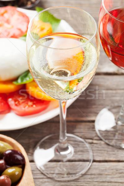 Beyaz gül şarap caprese salatası şarap bardakları geleneksel Stok fotoğraf © karandaev