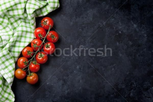 Olgun kiraz domates taş mutfak masası üst görmek Stok fotoğraf © karandaev