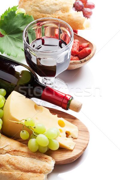 Vin rouge raisins fromages pain saucisses isolé Photo stock © karandaev