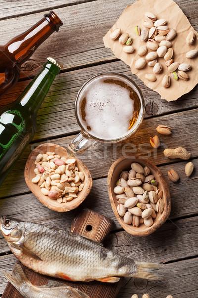 Piwo jasne pełne piwa kubek przekąski drewniany stół orzechy Zdjęcia stock © karandaev