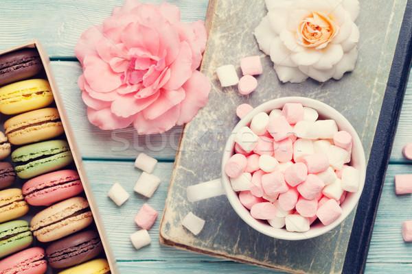 Colorido cuadro malvavisco mesa de madera dulce macarons Foto stock © karandaev