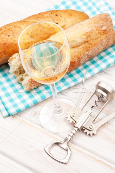 Fehérbor kenyér fehér fa asztal étel háttér Stock fotó © karandaev