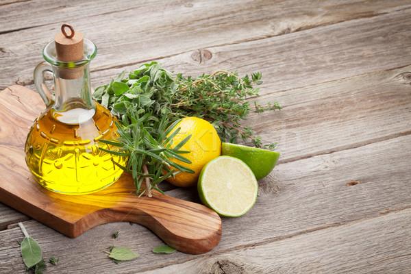 ストックフォト: オリーブオイル · 新鮮な · 庭園 · ハーブ · 木製のテーブル · 木材