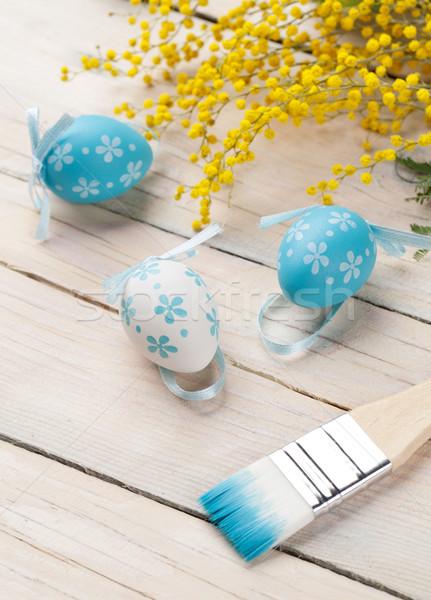 Colorido huevos de Pascua pincel mesa de madera Pascua feliz Foto stock © karandaev