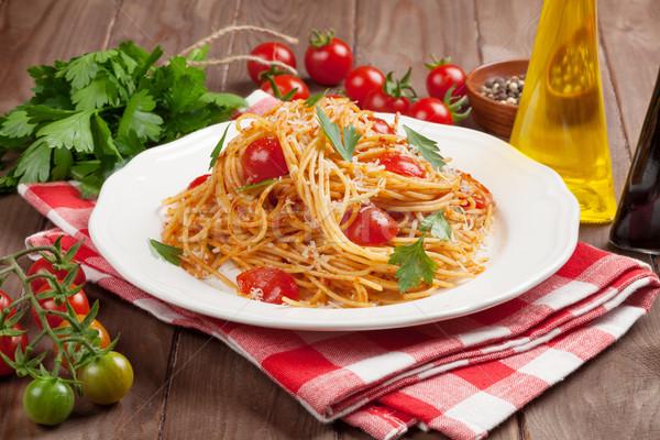 Spagetti tészta paradicsomok petrezselyem fa asztal levél Stock fotó © karandaev