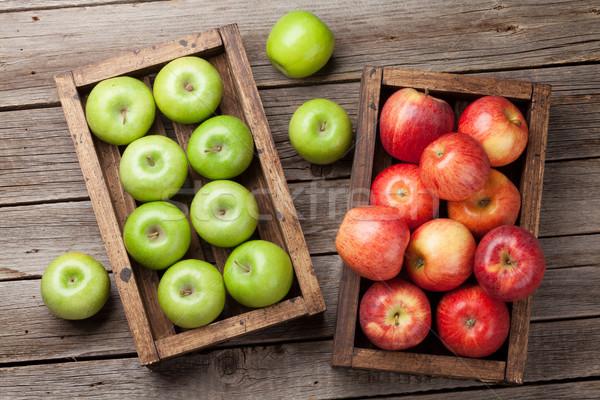 Stok fotoğraf: Yeşil · kırmızı · elma · ahşap · kutu · olgun