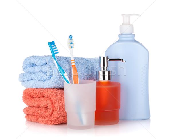 Stockfoto: Shampoo · flessen · twee · handdoeken · geïsoleerd · witte