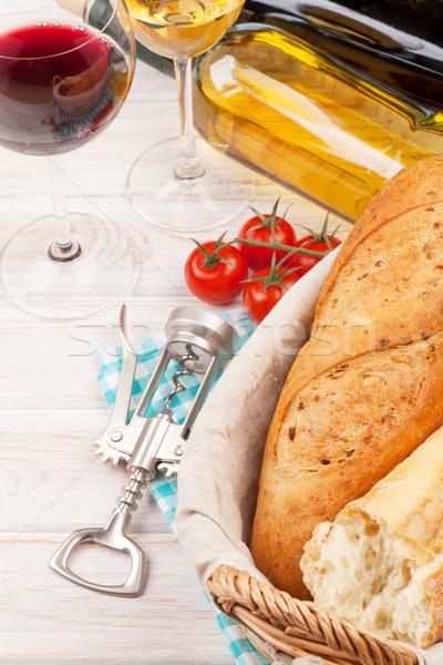 白 赤ワイン 眼鏡 トマト パン 木製のテーブル ストックフォト © karandaev