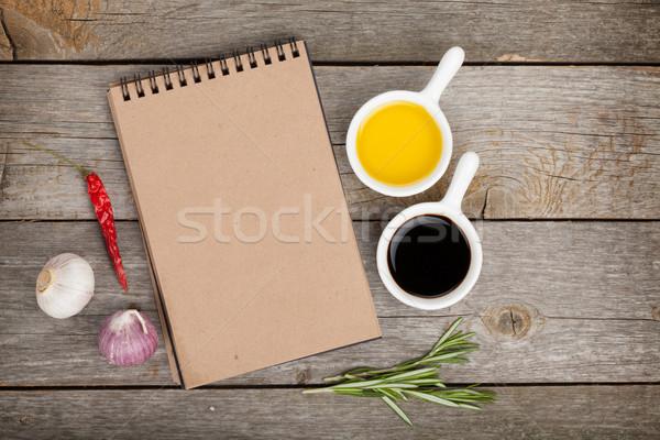 Zeytinyağı sirke baharatlar ahşap masa notepad bo Stok fotoğraf © karandaev