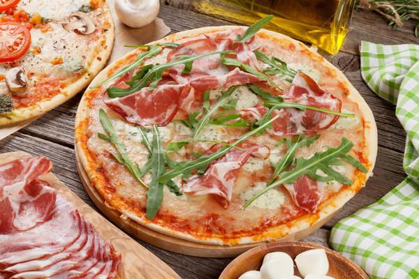 Pizza prosciutto mozzarella ahşap masa gıda yağ Stok fotoğraf © karandaev