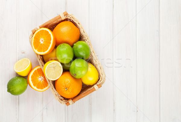Agrios frutas naranjas mesa de madera espacio de la copia Foto stock © karandaev