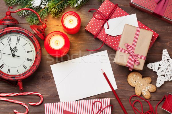 Navidad tarjeta de felicitación cajas de regalo mesa de madera superior vista Foto stock © karandaev