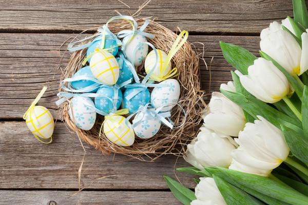 Paskalya yumurtası yuva beyaz lale ahşap üst Stok fotoğraf © karandaev