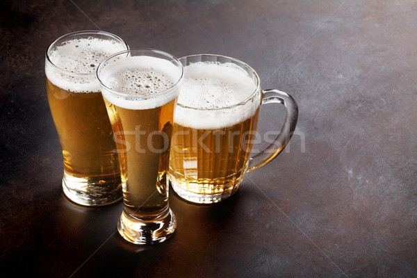 Piwo jasne pełne piwa kamień tabeli kopia przestrzeń przestrzeni Zdjęcia stock © karandaev