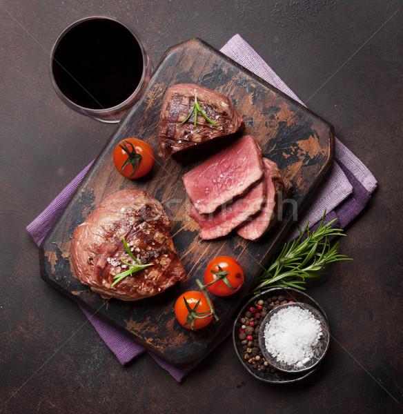 Grillezett filé steak bor vágódeszka üveg Stock fotó © karandaev