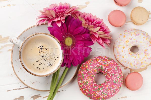 Сток-фото: чашку · кофе · цветы · белый · деревянный · стол · Top
