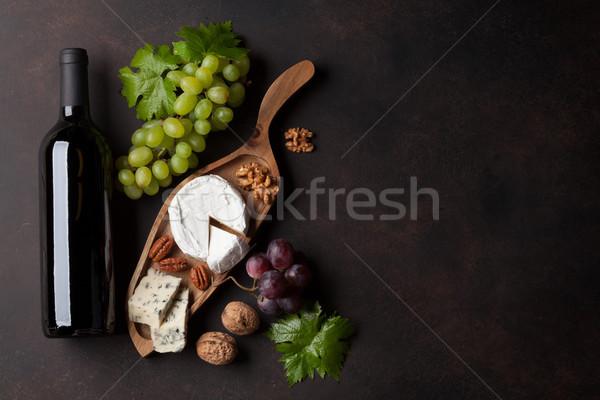 Wijnfles druif kaas noten plaat top Stockfoto © karandaev
