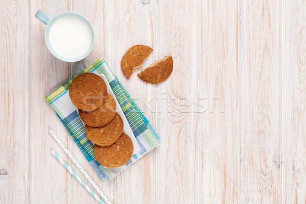 Fincan süt zencefilli çörek kurabiye beyaz ahşap masa Stok fotoğraf © karandaev