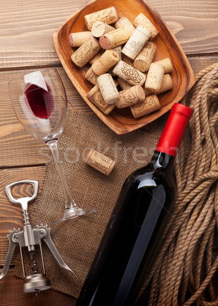 Vörösbor üveg borospohár tál dugóhúzó felülnézet Stock fotó © karandaev