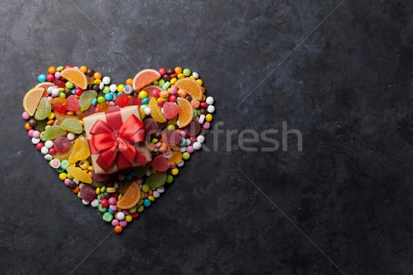 Kleurrijk gelei hart steen top Stockfoto © karandaev