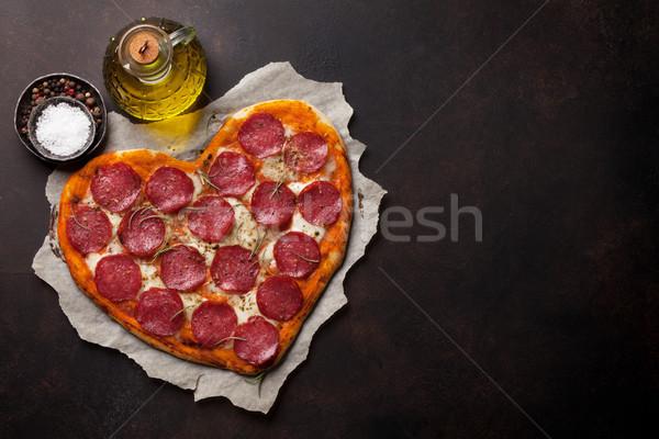 Coeur pizza pepperoni saint valentin carte de vœux Photo stock © karandaev