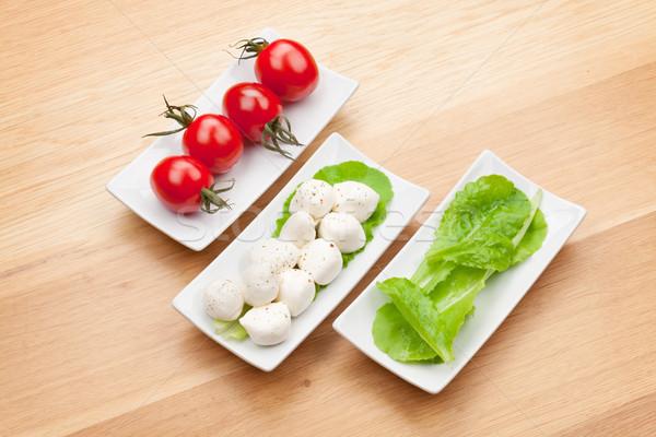 Foto stock: Tomates · mozzarella · verde · ensalada · hojas · mesa · de · madera