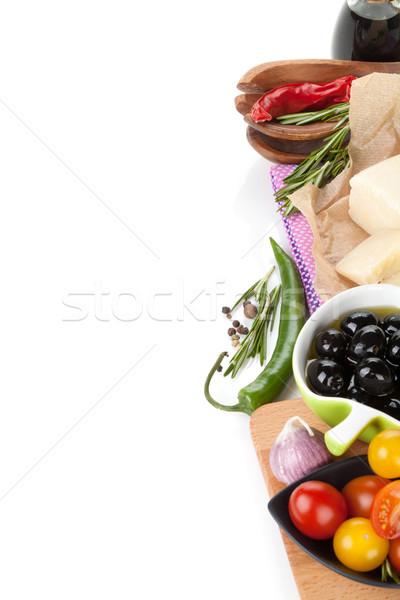 巴馬乾酪 橄欖 蕃茄 草藥 香料 孤立 商業照片 © karandaev