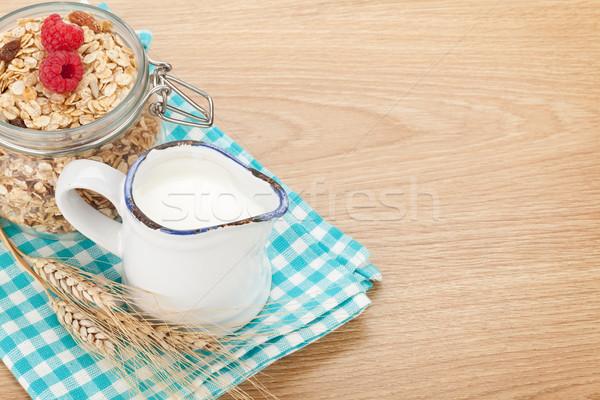 朝食 ミューズリー 液果類 ミルク 木製のテーブル コピースペース ストックフォト © karandaev