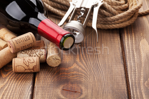 Vinho tinto garrafa rústico mesa de madeira Foto stock © karandaev