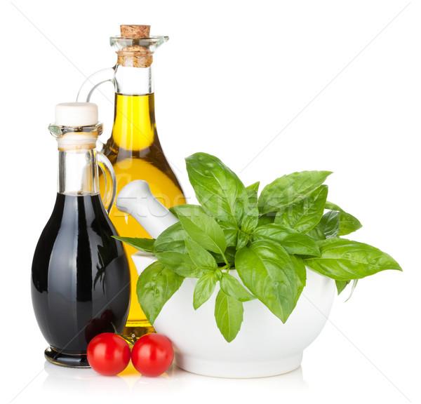 Aceite de oliva vinagre botellas albahaca tomates aislado Foto stock © karandaev