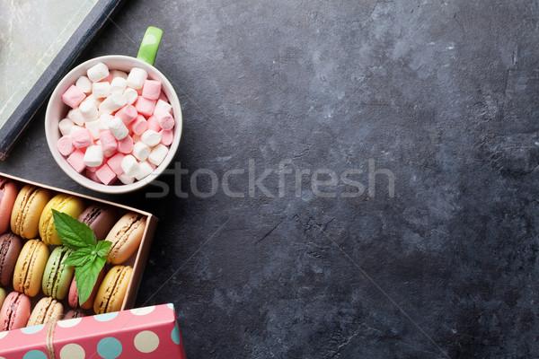 Színes doboz mályvacukor ajándék doboz kávéscsésze kő Stock fotó © karandaev