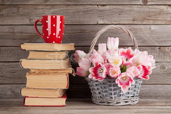 Stockfoto: Roze · tulpen · boeket · boeken · koffiekopje · mand