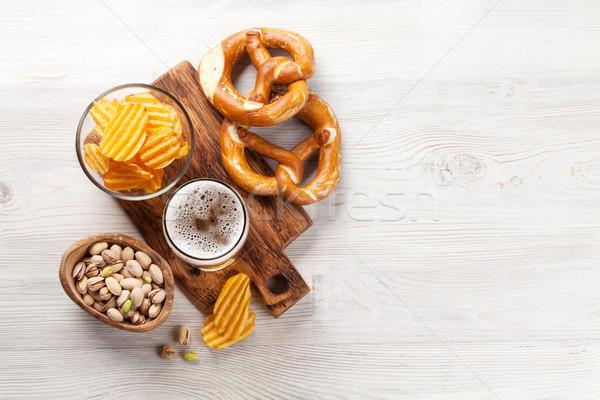 Photo stock: Bière · collations · table · en · bois · noix · puces