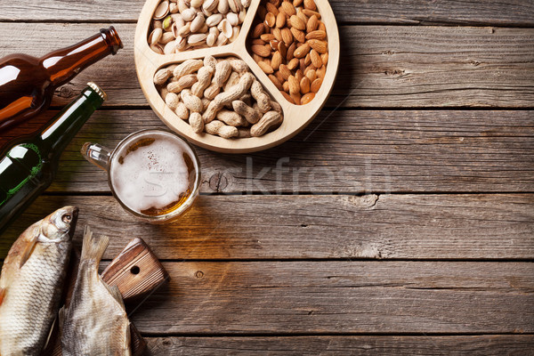 Photo stock: Bière · collations · table · en · bois · noix