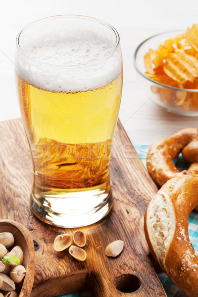 Stockfoto: Bier · snacks · houten · tafel · noten · chips