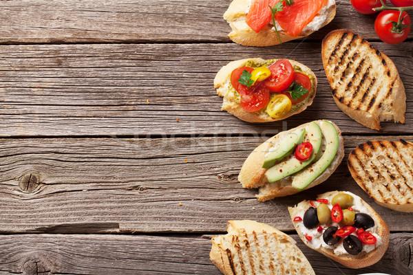 Foto stock: Brinde · sanduíches · abacate · tomates · salmão · azeitonas